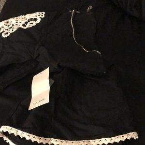 😍 Beautiful Zara V top NWT & detailed Sleeves 😍